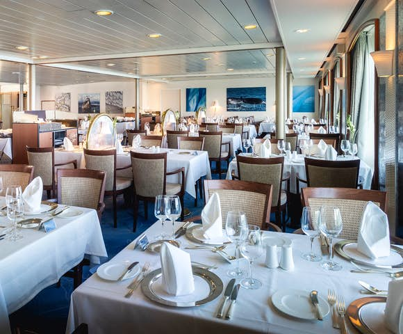Seaventure ship dining room