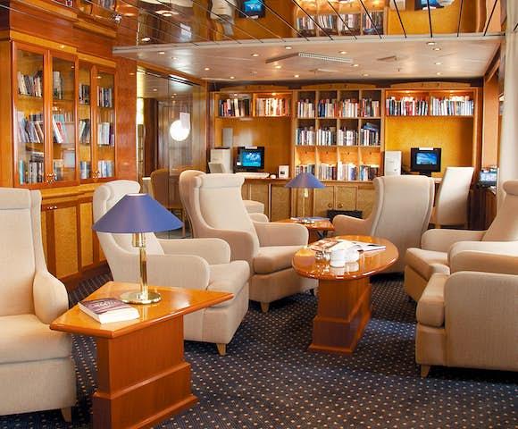 Luxury Antarctica cruise ships