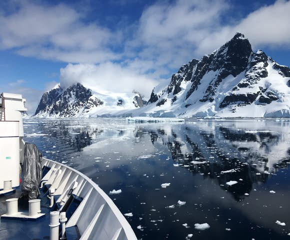 Reach the Antarctic Peninsula by boat - Antarctica cruises 2021